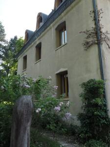Haus Friedwartia ympäröi rehevä puutarha